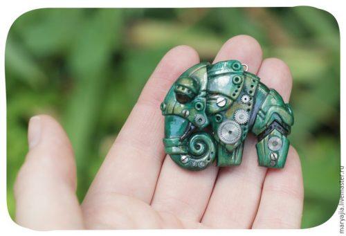 Slonia brošňa z polymérovej hliny